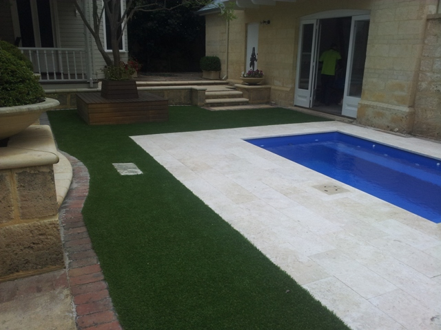 Swimming Pool Artificial Turf : Synthetic turf around your swimming pool all seasons