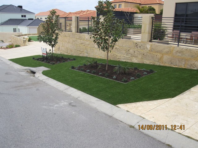front verge and planters 2 web