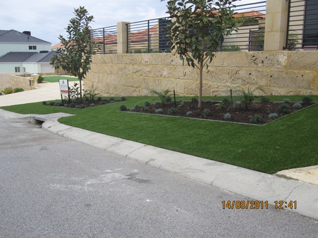 front verge and planters 3 web